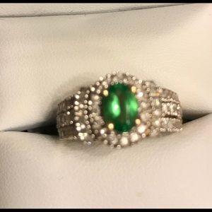 14kt yg Tsavorite green garnet w/diamond 6.5 ring